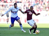 Bruno Peres (R) of Torino FC is challenged by Vasco Regini of UC Sampdoria during the Serie A match on February 1, 2015