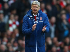 Arsenal sign Ajax teenager Malen