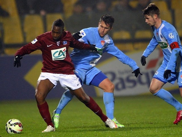 Metz' French forward Yeni Ngbakoto (L) vies for the ball with Brest's Stephane Tritz (C) and Brest's Manuel Perez (R) during the French Cup football match on February 12, 2015