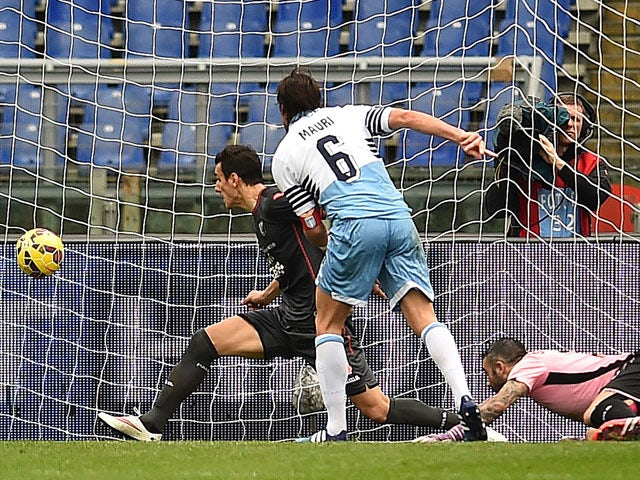 Lazio's Italian midfielder Stefano Mauri shoots and scores a goal during the Italian Serie A football match between Lazio and Palermo on February 22, 2015