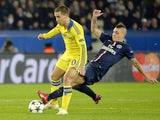 Chelsea's Eden Hazard comes up against PSG midfielder Marco Verratti on February 17, 2015