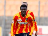 Edward Ofere of Lecce in action during the Serie A match between Lecce and Chievo at Stadio Via del Mare on December 12, 2010