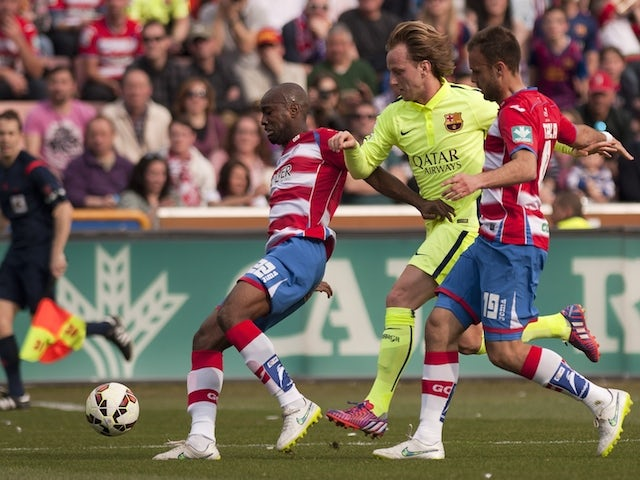 Barcelona's Croatian midfielder Ivan Rakitic (C) vies with Granada's French defender Dimitri Foulquier (L) and Swedish midfielder Daniel Larsson during the Spanish league football match