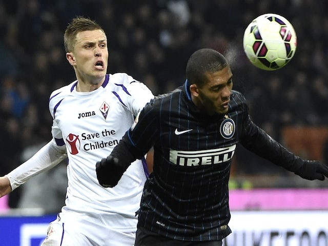 Fiorentina's Slovenian midfielder Jasmin Kurtic (L) vies for the ball with Inter Milan's Brazilian defender Juan Jesus during the Italian Serie A football match on March 1, 2015
