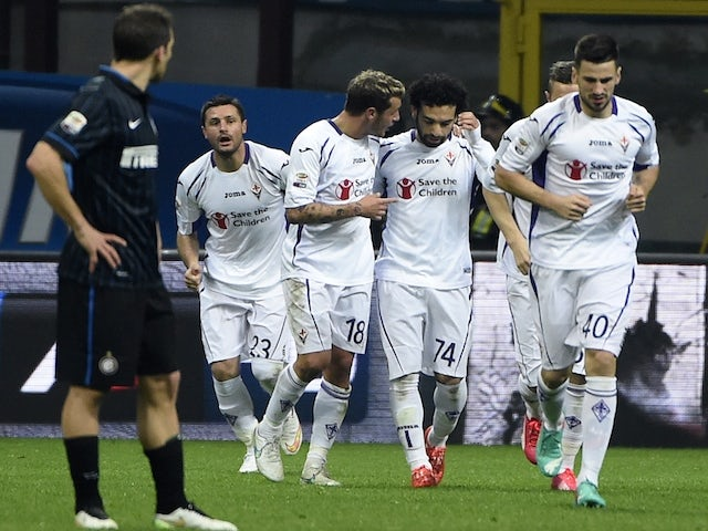 Fiorentina's Egyptian midfielder Mohamed Salah (2nR) celebrates with teammates after scoring during the Italian Serie A football match Inter Milan vs Firentina on March 1, 2015