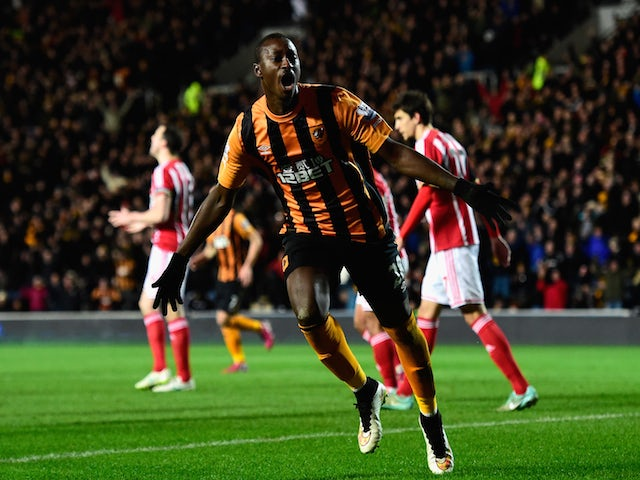 Hull striker Dame N' Doye (l) celebrates after scoring the first goal during the Barclays Premier League match against Sunderland on March 3, 2015
