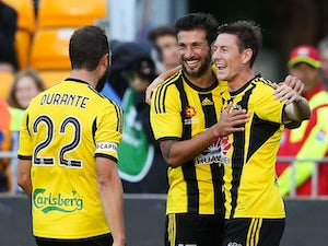 Two late goals see Wellington go top