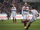 Bayern Munich's Spanish midfielder Xabi Alonso (R) scores from a free kick during the German first division Bundesliga football match against Hanover 96 on March 7, 2015