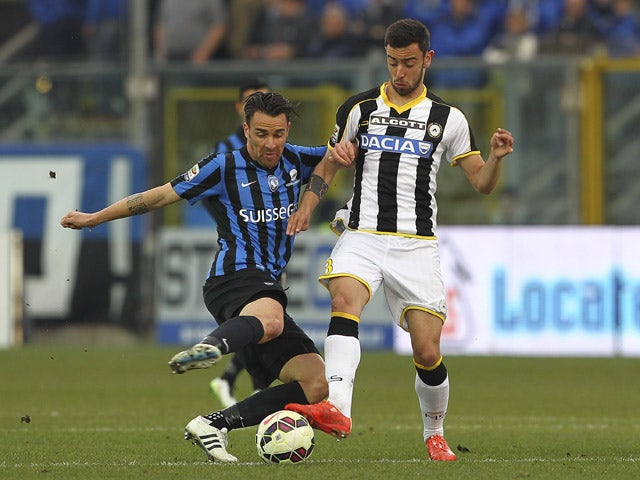 Luca Cigarini of Atalanta BC competes for the ball with Bruno Borges Fernandes of Udinese Calcio during the Serie A match between Atalanta BC and Udinese Calcio at Stadio Atleti Azzurri d'Italia on March 15, 2015