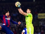 Luis Suarez of FC Barcelona competes for the ball with the goalkeeper Geronimo Rulli of Real Sociedad during the La Liga match between Real Sociedad de Futbol and FC Barcelona at Estadio Anoeta on January 4, 2015