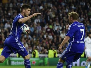 Schalke move into top four with Hannover win