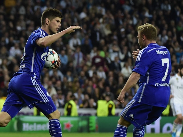 Schalke's Dutch forward Klaas-Jan Huntelaar (L) celebrates after scoring with Schalke's midfielder Max Meyer (R) during the UEFA Champions League round of 16 second leg football match  against Real Madrid on March 10, 2015