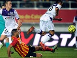 Lens' French defender Ahmed Kantari vies for the ball with Toulouse's French-Tunisian forward Wissam Ben Yedder during the French L1 football match between Lens (RCL) and Toulouse (TFC) on March 14, 2015