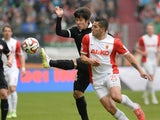 Mainz's Korean defender Joo-Ho Park and Augsburg's Argentinian striker Raul Bobadilla vie for the ball during the German first division Bundesliga football match FC Augsburg v Mainz 05 in Augsburg, southern Germany, on March 14, 2015