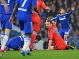 Paris Saint-Germain's Swedish forward Zlatan Ibrahimovic gestures to the referee after a clash with Chelsea's Brazilian midfielder Oscar which resulted in a red card for Ibrahimovic during the UEFA Champions League round of 16 second leg football match be