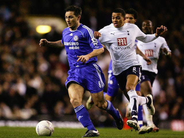 Frank Lampard (L) of Chelsea holds off the challenge of Jermaine Jenas (R) of Tottenham Hotspur during the FA Cup sponsored by E.ON Quarter Final replay match on March 19, 2007
