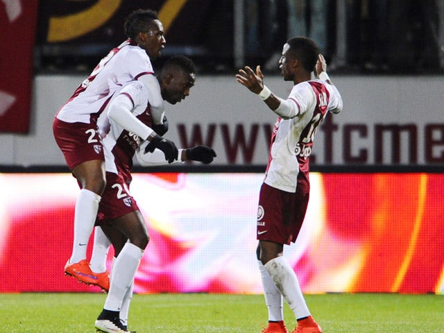 Metz' Malian forward Modibo Maiga celebrates with teammates after scoring during the French L1 football match between Metz (FCM) and Toulouse (TFC) on April 4, 2015