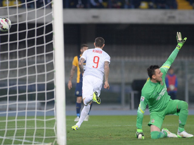 Mauro Icardi of Internazionale Milano scores his opening goal during the Serie A match between Hellas Verona FC and FC Internazionale Milano at Stadio Marc'Antonio Bentegodi on April 11, 2015