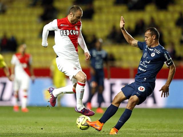 Monaco's Bulgarian forward Dimitar Berbatov vies with Montpellier's Brazilian defender Vitorino Hilton during the French L1 football match Monaco (ASM) vs Montpellier (MHSC) on April 7, 2015