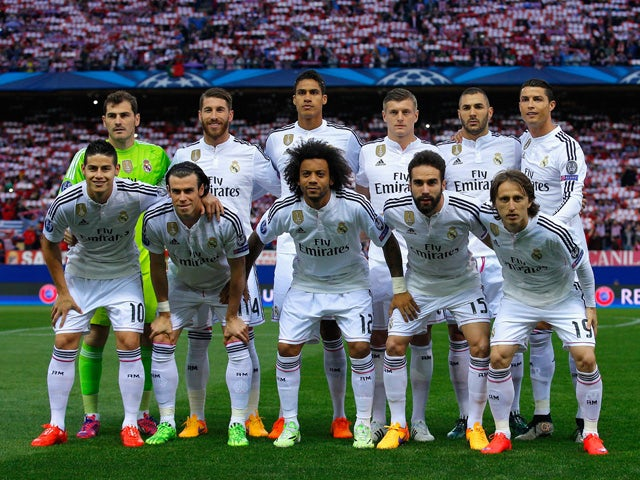 Real Madrid pose for a team photo during the UEFA Champions League Quarter Final First Leg match between Club Atletico de Madrid and Real Madrid CF at Vicente Calderon Stadium on April 14, 2015