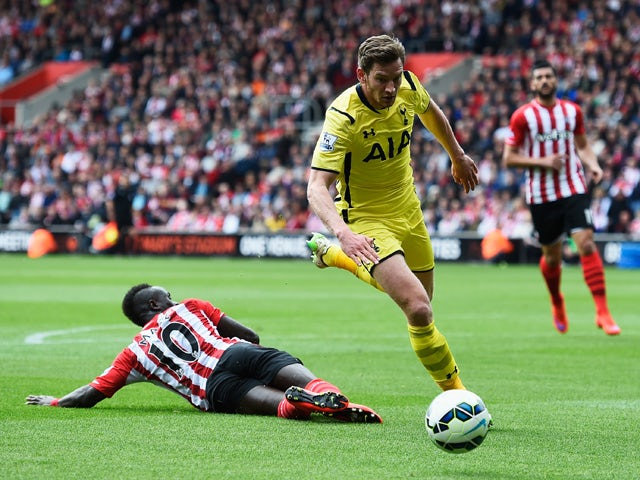 Jan Vertonghen of Spurs skips past Sadio Mane of Southampton during the Barclays Premier League match between Southampton and Tottenham Hotspur at St Mary's Stadium on April 25, 2015