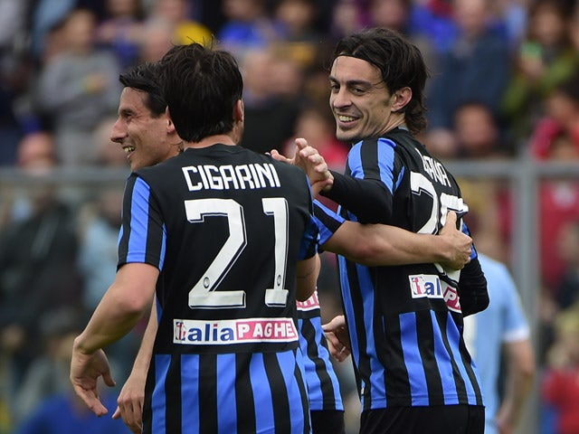 Atalanta's defender Giuseppe Biava celebrates with teammates after scoring a goal during the Italian Serie A football match between Atalanta and Lazio at the Atleti Azzurri Stadium in Bergamo on May 3, 2015