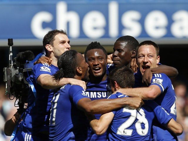 Chelsea players celebrate after the English Premier League football match between Chelsea and Crystal Palace at Stamford Bridge in London on May 3, 2015