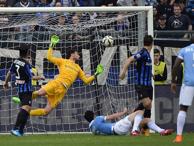 Lazio's midfielder Marco Parolo scores during the Italian Serie A football match between Atalanta and Lazio at the Atleti Azzurri Stadium in Bergamo on May 3, 2015