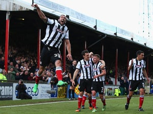 Grimsby ease past Eastleigh book place in playoff final