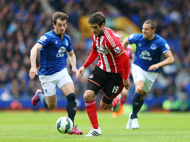 Danny Graham of Sunderland goes past Leighton Baines and Phil Jagielka of Everton during the Barclays Premier League match between Everton and Sunderland at Goodison Park on May 9, 2015