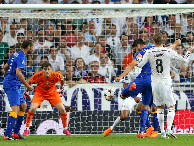 Alvaro Morata (2nd R) of Juventus scores a goal to level the scores at 1-1 during the UEFA Champions League Semi Final, second leg match between Real Madrid and Juventus at Estadio Santiago Bernabeu on May 13, 2015