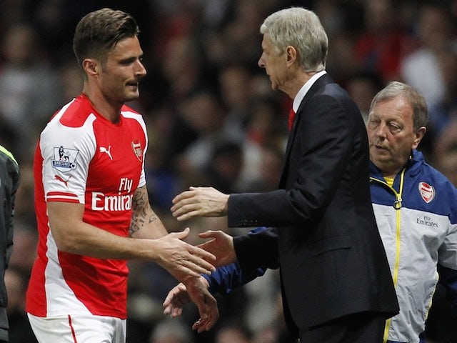 Arsenal's Olivier Giroud shakes hands with boss Arsene Wenger on May 11, 2015