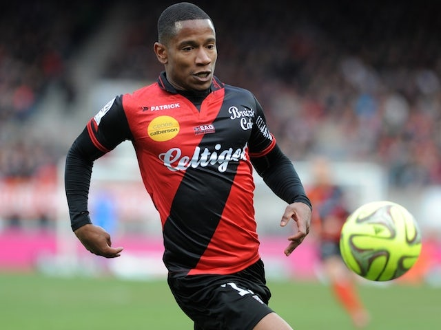 Guingamp's French midfielder Claudio Beauvue runs with the ball during the French L1 football match between Guingamp and Lille on March 8, 2015