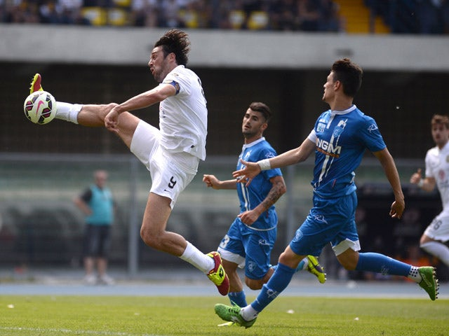 Luca Toni of Helles Verona shoots during the Serie A match between Hellas Verona FC and Empoli FC at Stadio Marc'Antonio Bentegodi on May 17, 2015