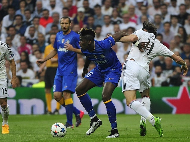 Juventus' French midfielder Paul Pogba (C) vies with Real Madrid's Welsh forward Gareth Bale (R) during the UEFA Champions League semi-final second leg football match Real Madrid FC vs Juventus at the Santiago Bernabeu stadium in Madrid on May 13, 2015