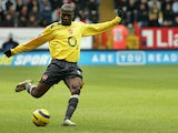 Arsenal's Lauren shoots for a goal during their premiership match against Charlton at Charlton's grounds, 26 December 2005
