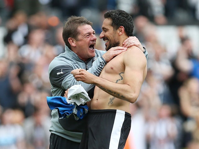 Newcastle United's Argentinian midfielder Jonas Gutierrez (R) celebrates after he scores with Newcastle United's English head coach John Carver (L) during the English Premier League football match between Newcastle United and West Ham United at St James P