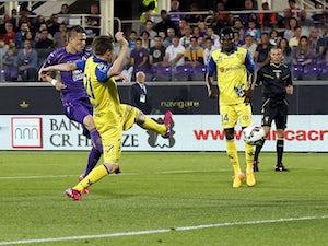 Fiorentina beat 10-man Chievo