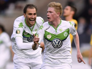 Wolfsburg's Belgian midfielder Kevin De Bruyne celebrates scoring with his team-mates during the German Cup DFB Pokal final football match between BVB Borussia Dortmund and VfL Wolfsburg at the Olympic Stadium in Berlin on May 30, 2015