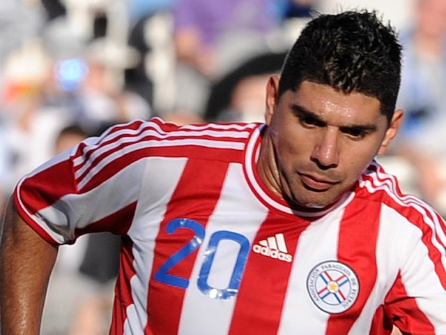 Paraguayan midfielder Nestor Ortigoza (L) is marked by Uruguayan midfielder Diego Perez during the 2011 Copa America football tournament final held at the Monumental stadium in Buenos Aires, on July 24, 2011