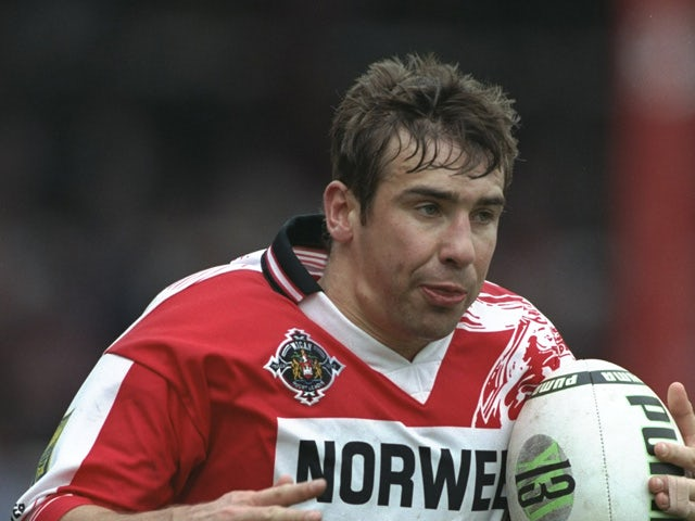 Andy Johnson of the Wigan Warriors runs with the ball during the Superleague match against the Oldham Bears at Central Park in Wigan, England on April 20, 1997