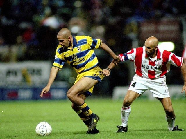Juan Veron of Parma in action during the Serie A match against Vicenza played at the Stadio Tardini in Parma, Italy