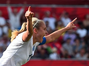 England hang on to reach last four