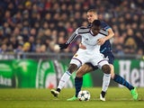 Basel's Swiss forward Breel Embolo (L) vies with Porto's Brazilian defender Maicon during the UEFA Champions League round of 16 first leg football match between Basel (FCB) and Porto (FCP) on February 18, 2015