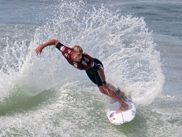 Video: Surfer attacked by shark on live TV