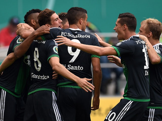 :Schalke´s players celebrate during the German Cup DFB Pokal first round football match between MSV Duisburg and Schalke 04 in Duisburg, western Germany on August 8, 2015.