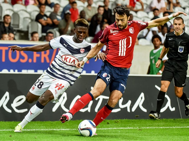 Bordeaux's Cameroonian forward Soni Kevin vies with Lille's Montenegran defender Marko Basa during their french L1 football match Lille vs Bordeaux on August 23, 2015