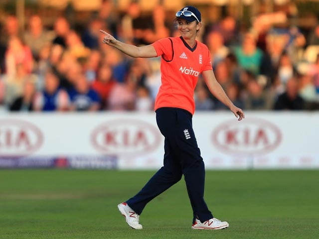 Charlotte Edwards says rain deciding T20 World Cup finalists would be