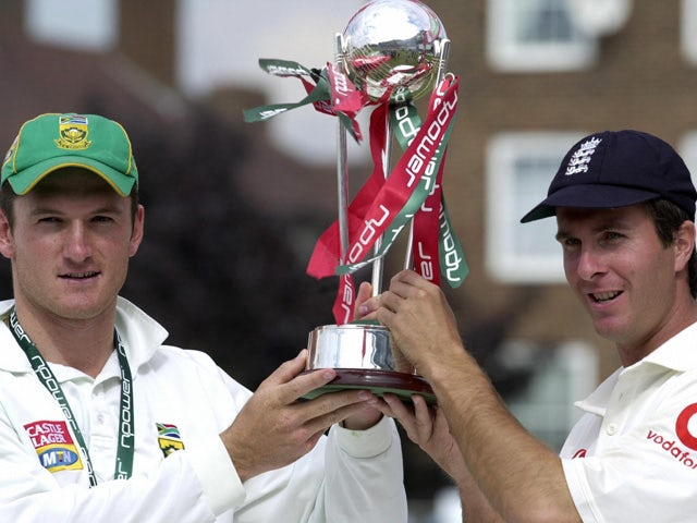 South African captain Graeme Smith (L) and England's captain Michael Vaughan jointly lift the Test series trophy, 08 September 2003