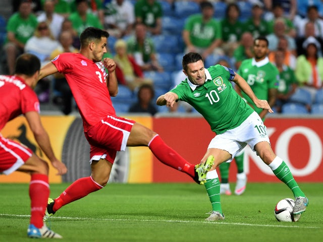 Ireland's forward Robbie Keane (R) vies with Gibraltar's defender Joseph Chipolina during the Euro 2016 qualifying football match Gibraltar vs Republic of Ireland at the Algarve stadium in Faro on September 4, 2015.